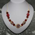 Collier blanc et brun perles céramique   22€