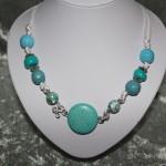 Collier bleu perles en céramique   24€