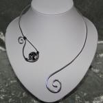 Collier argent et perle céramique   18€
