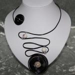 Collier noir et perles en céramique   22€