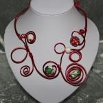 Collier rouge et perles en céramique   22€