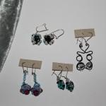 Boucles d'oreilles  céramique, fil aluminium,swarovski, fimo      10€ chacune