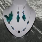 Parure bleu turquoise perle en verre et plume    25€